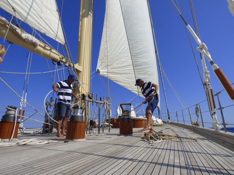 Hart am Wind: Die klassische Segel-Yacht Chronos ist eine Stagsegelketch