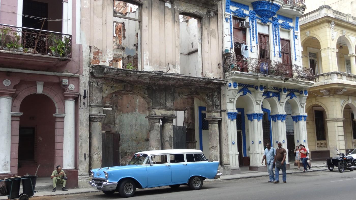 Prachtbauten am Prado ausgehöhlt wie nach dem Krieg