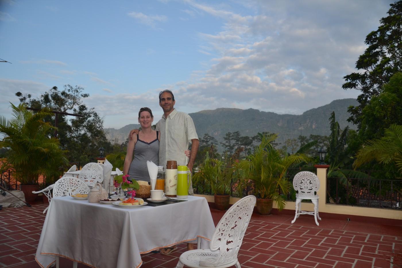 Stolze Besitzer des casa particular im Valle: Yerenia und Nils