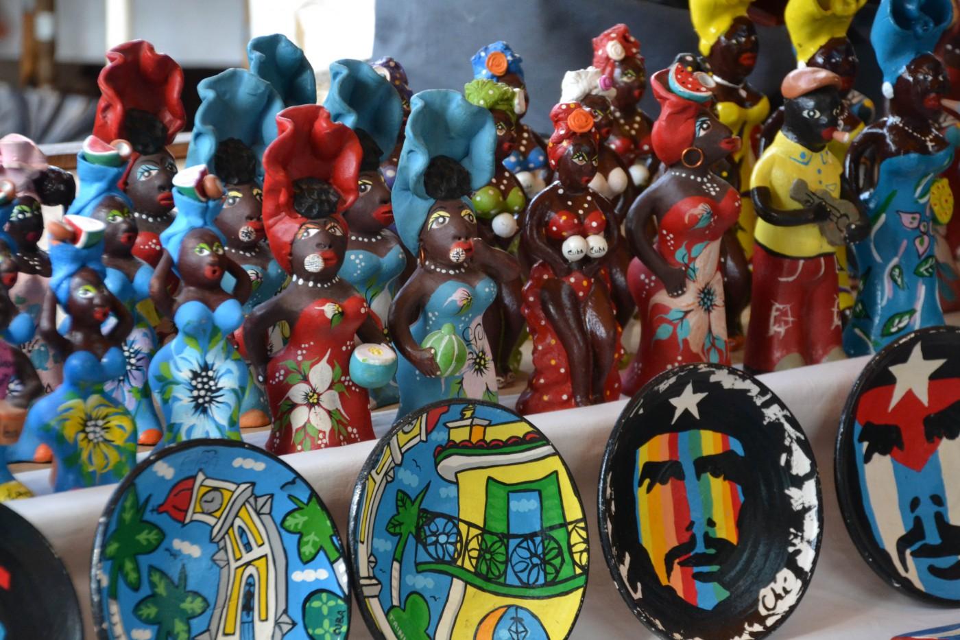 Kunsthandwerk auf dem Markt in Trinidad, Kuba