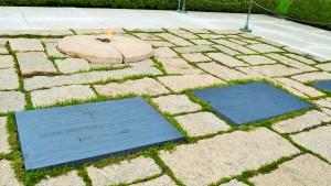 Das schlichte Grab von Kennedy und seiner Frau Jackie