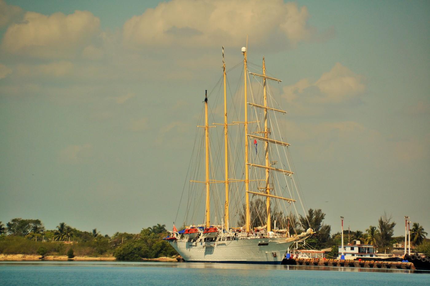 Die Star Flyer liegt im Hafen von Cienfuegos
