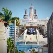 Megaliner Allure of the Seas