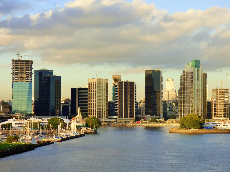 Buenos Aires.Argentinien, Hafeneinfahrt mit der Artania