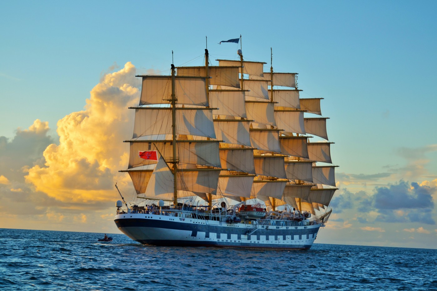 Royal Clipper, Vier Sterne-Luxus Segler