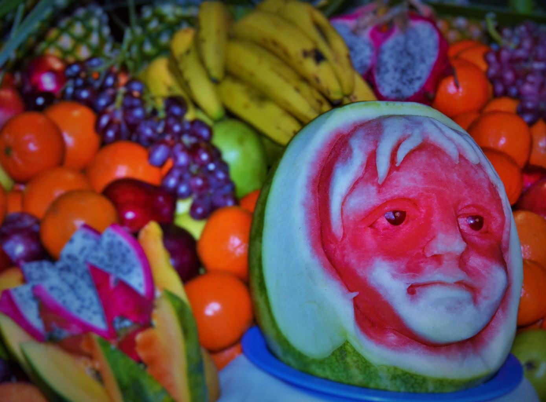 Schnitz-Kunst mit Früchten