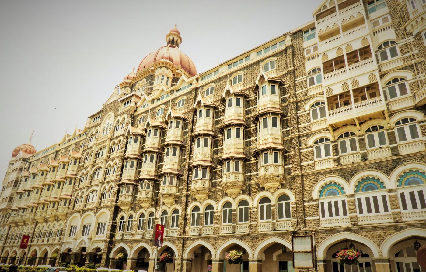 Das berühmte Taj Mahal Palace Hotel, ein 5 Sterne-Luxus-Hotel erinnert an einen orientalischen Märchenpalast