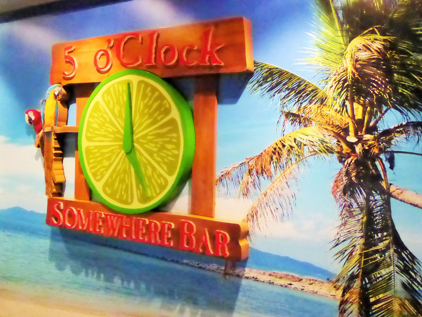 Norwegian Escape 5 0 Clock Bar Copyright S. Schaeffer010905 (2)