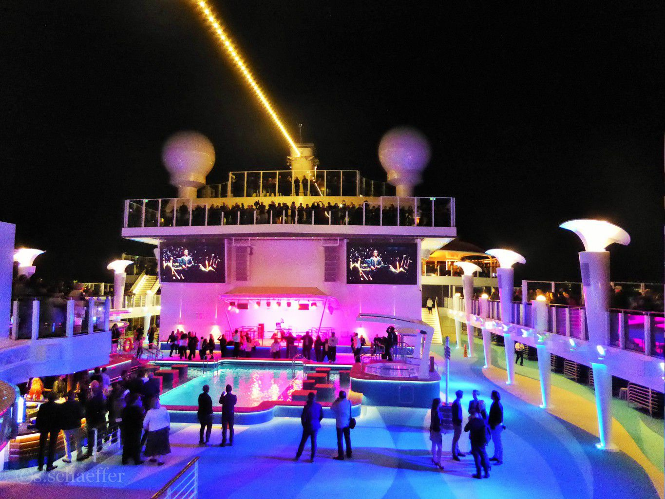 Norwegian Escape Pooldeck