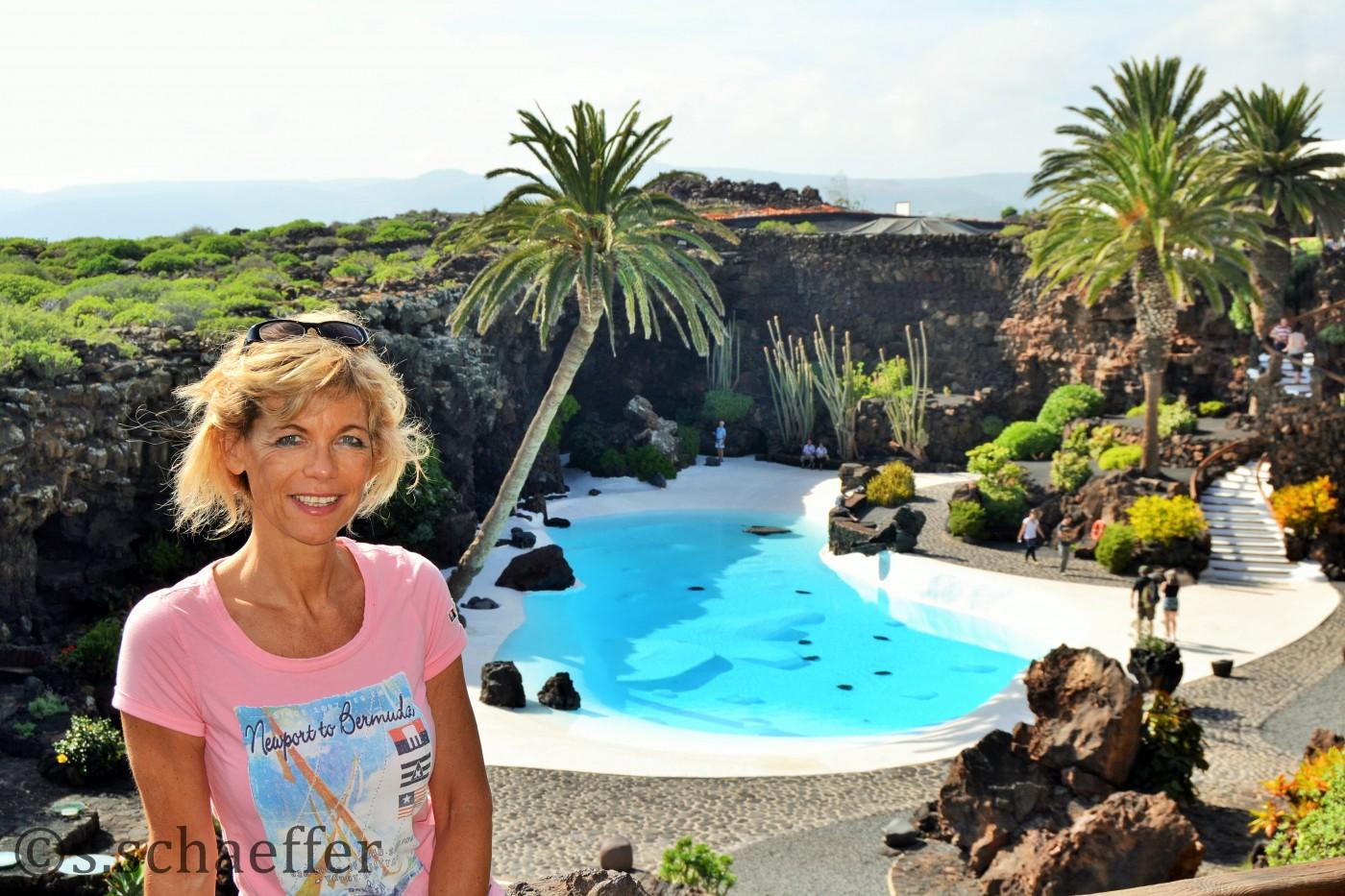 Susanne von diekreuzfahrtblooggerde im Jameo del Agua auf Lanzarote