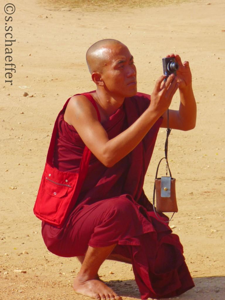Bagan, Mönch fotografiert