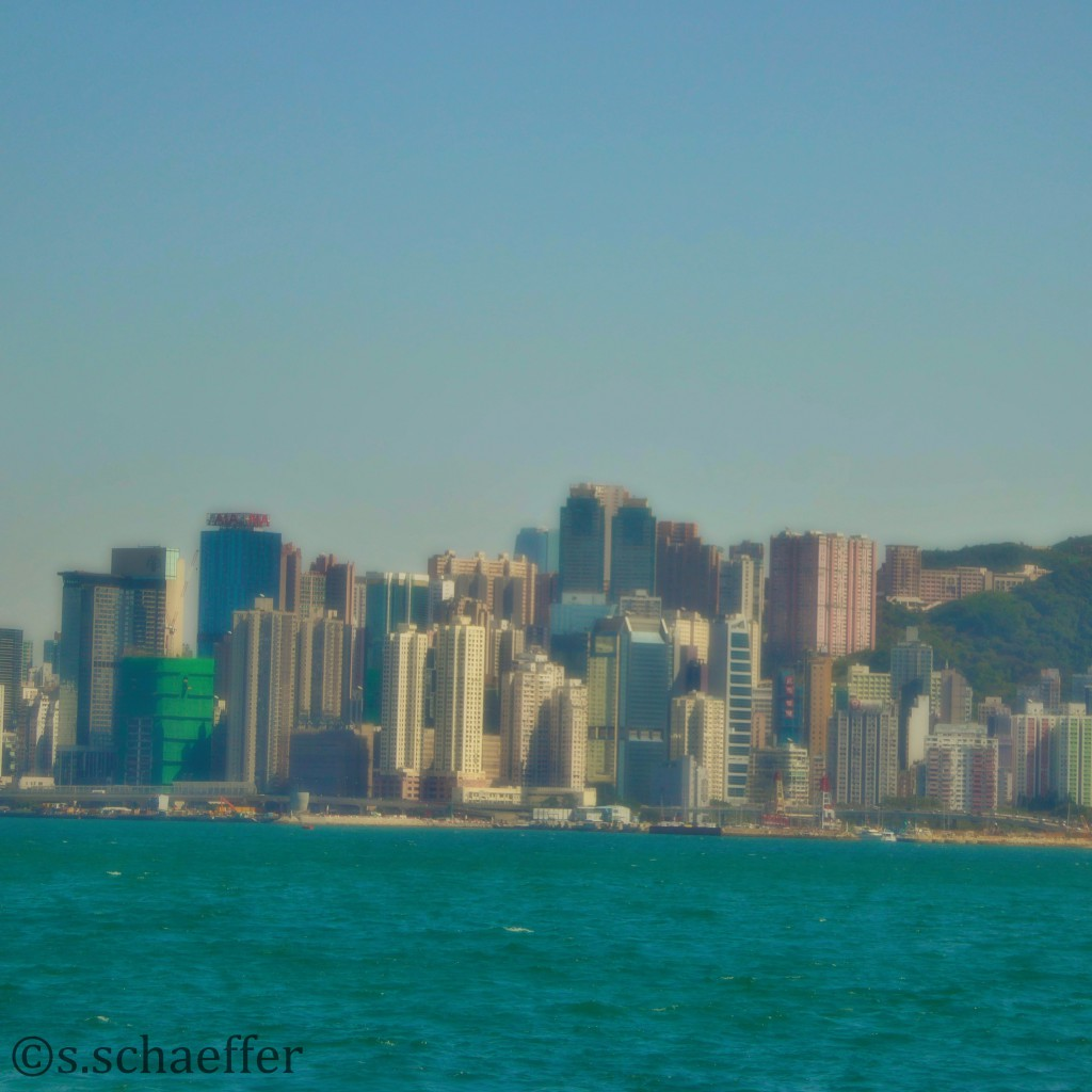 Blick von der Star Ferrry nach Hong Kong Island
